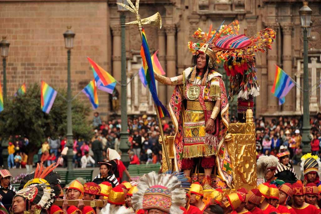 Sapa Inca King Through Cusco