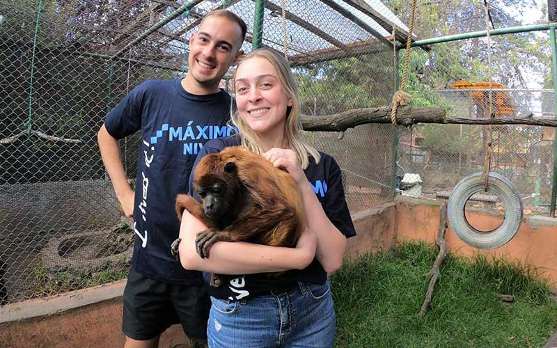 best-friends-volunteer-abroad-animal
