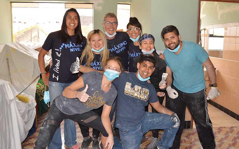 friends-volunteer-abroad-construction