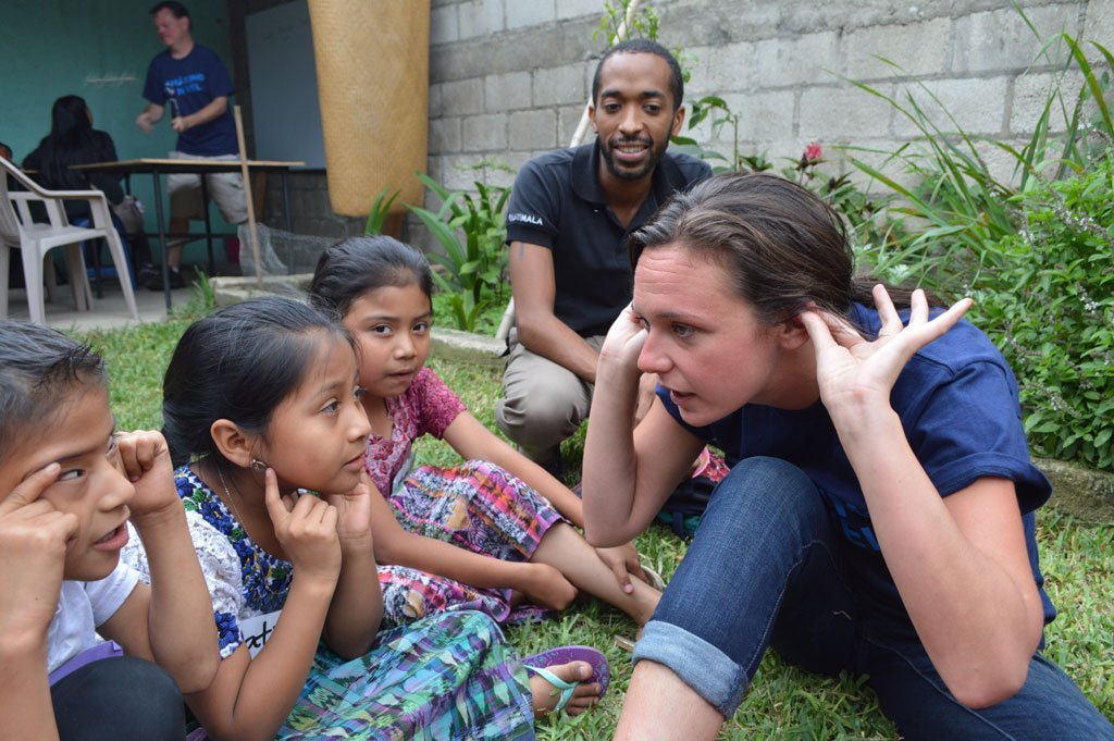 Volunteer Working With Children Abroad Maximo Nivel