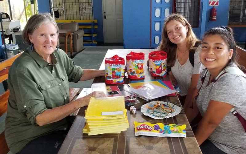 volunteering-teaching-english-in-manuel-antonio-costa-rica